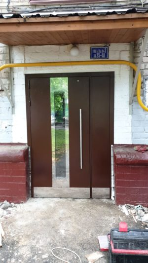 Подъездные двери